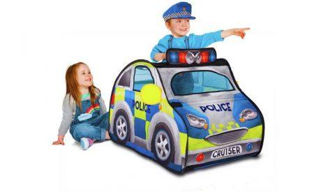 Rendőr sátor rendőr sapkával